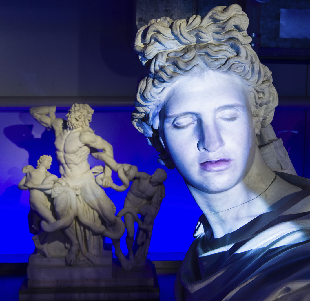 Τα γλυπτά της Αρχαιολογικής συλλογής αποκτούν νέα πνοή - Οι θεοί του Ολύμπου απαντούν στις ερωτήσεις του κοινού