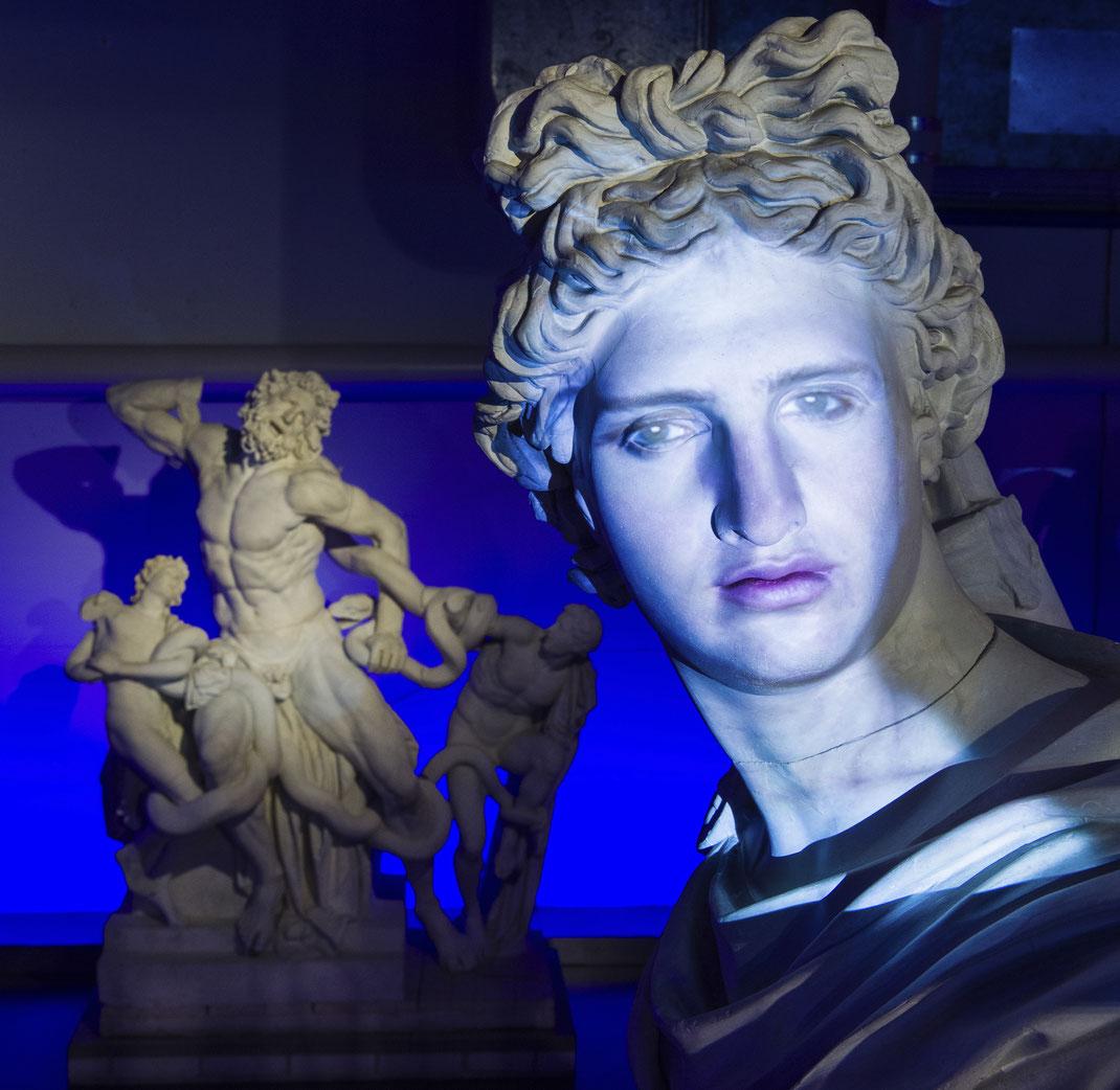 Antikensammlung-Bern-Facing-History-Interaktive-Videokunst-Sprechende-Skulpturen-Schauspieler-Antonio-Ramón-Luque