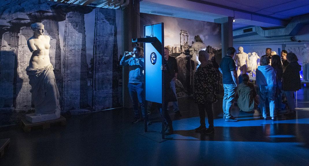 exposition_interactive_Berne_Suisse_confrontation_entre_l'histoire_culturelle_et_le_présent_FACE-À-FACE_À_L'HISTOIRE