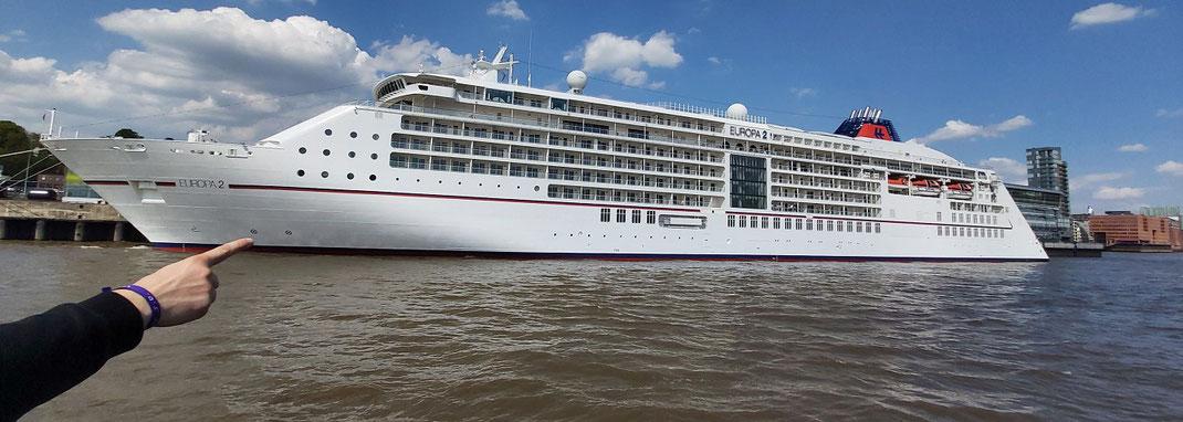 """Mein Foto von der MS """"Europa """""""" von Hapag-Lloyd Cruises beim Halt in Hamburg-Altona - Ich war selbst auf dem Schiff und berichte gern - Ihr Kreuzfahrtberater Olaf Diroll aus Hamburg"""