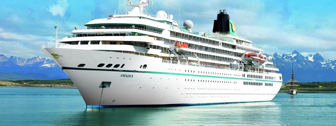 Traumschiff und Phoenix-Reisen Flaggschiff MS Amadea, die seit 2015 als TV-Traumschiff im Fernsehen zu sehen ist - hier bei Reiselotsen cruise & tours mit Beratung buchbar