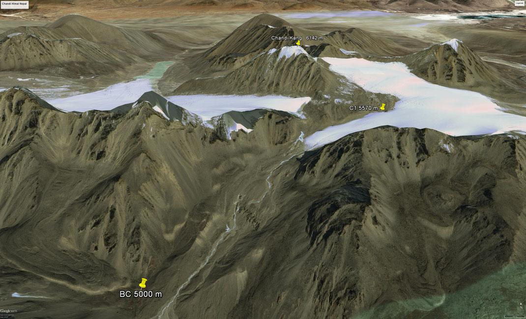 Chandi_kang_6142m: Der unbestiegene Chandi Kang 6142 m mit voraussichtlichem Basis- und Hochlager ©Google Earth