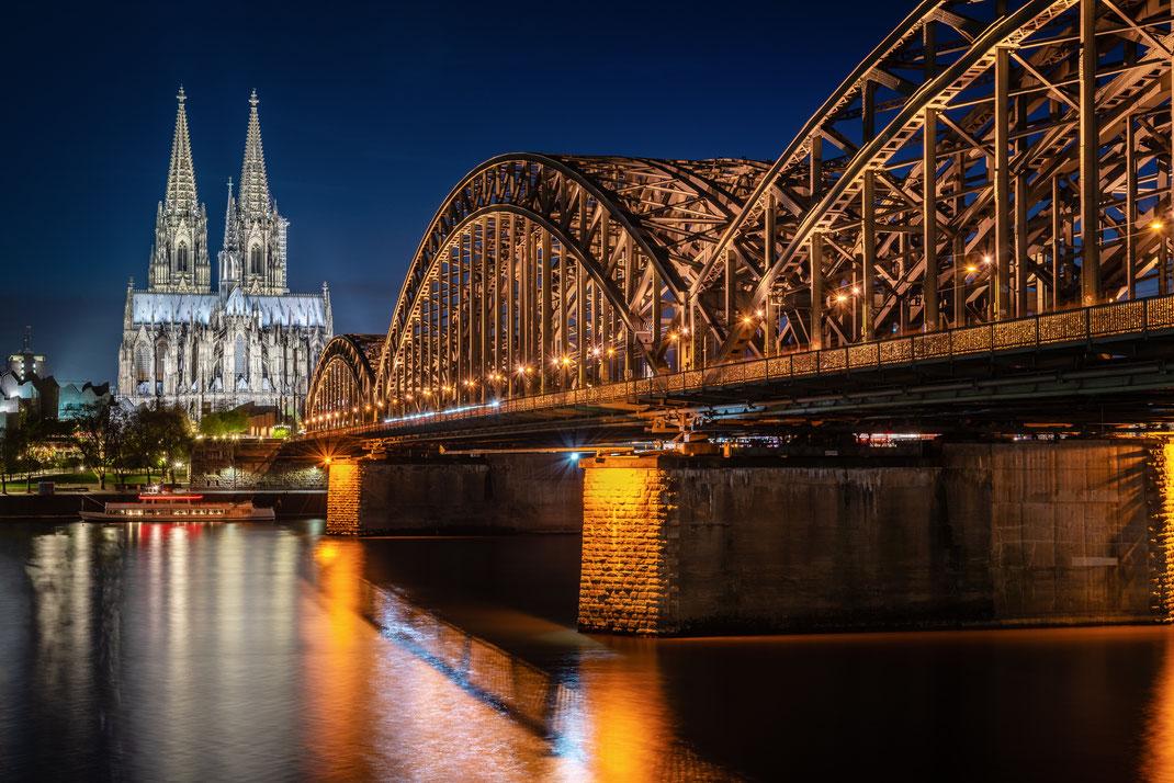 Hohenzollernbrücke in Richtung Dom / Köln / Nikon D750 - Iso100 - 55mm - f11 - 30 Sekunden