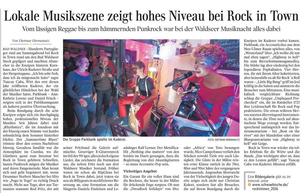 """Zeitungsartikel Schwäbische Zeitung: """"[...], der ein glückliches Händchen bei der Wahl der Musiker hatte. Parkbank - Ann-Kathrin Lorenz und Daniel Friscg - zeigten sich in der Publikumsgunst als äußerst positive Überraschung."""""""