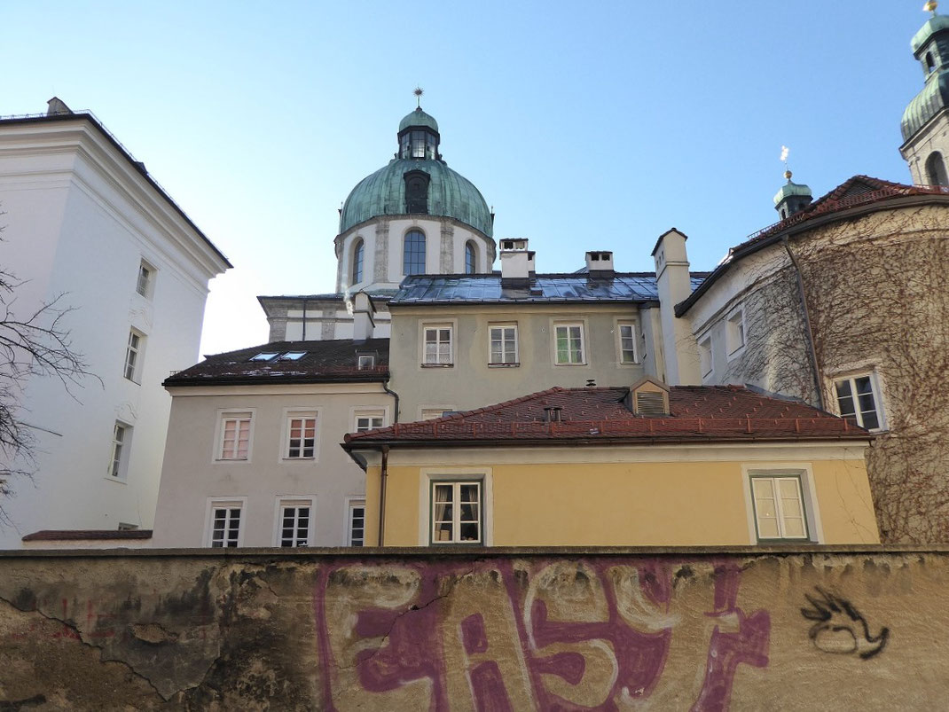 Innsbruck - Blick auf den hinteren Teil der Hofburg
