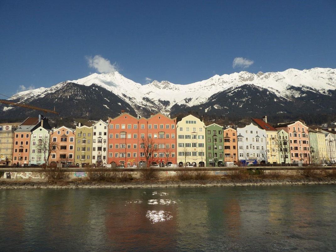 Innsbruck - Blick über den Inn auf die Berge