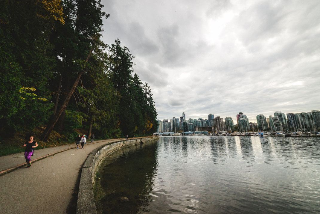 the round walk of Stanley Park