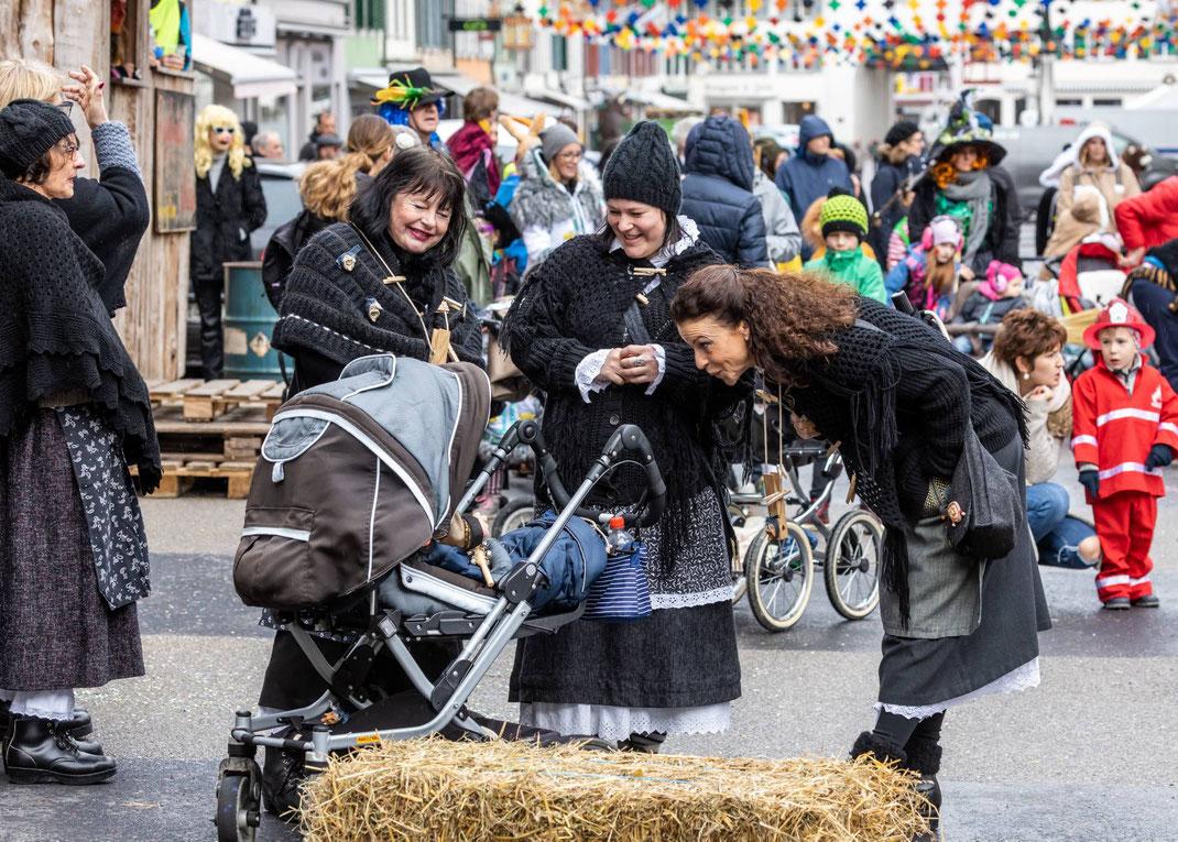 Keine zu klein Fasnächtlerin zu sein: 3 Generationen Wöschwyber