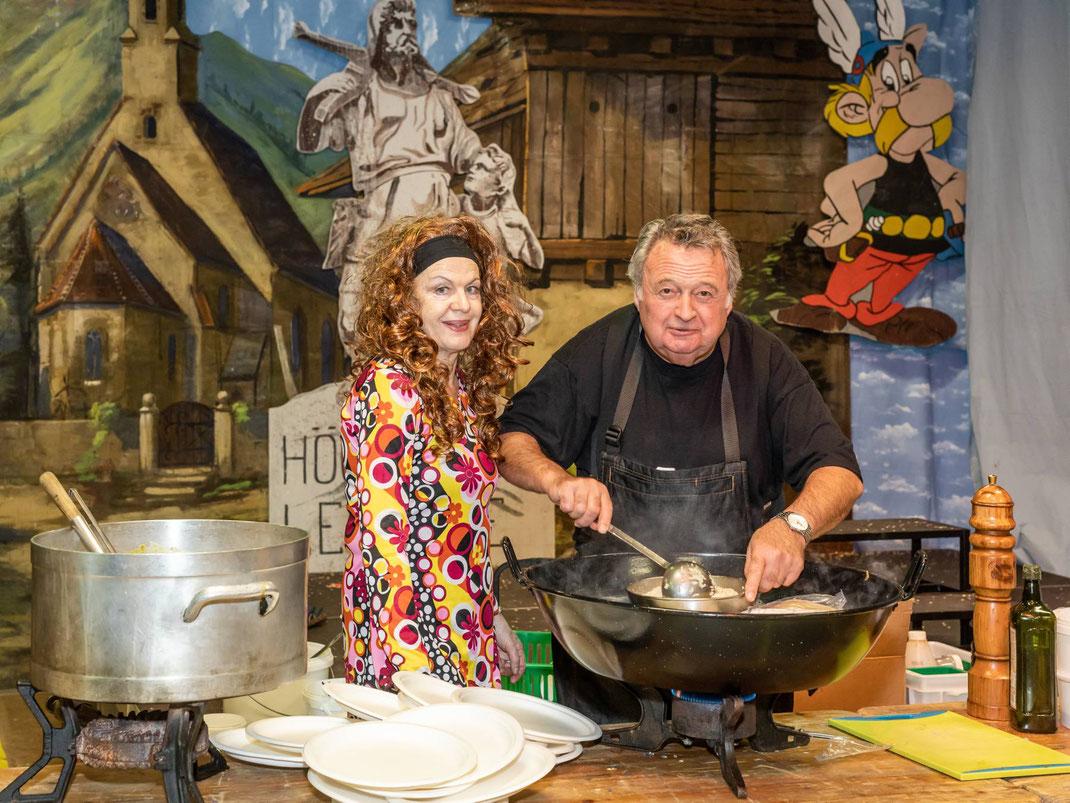 Umsorgen die Zünftler kulinarisch: Die Küchenprofis Lisbeth und Pius (Chroni)