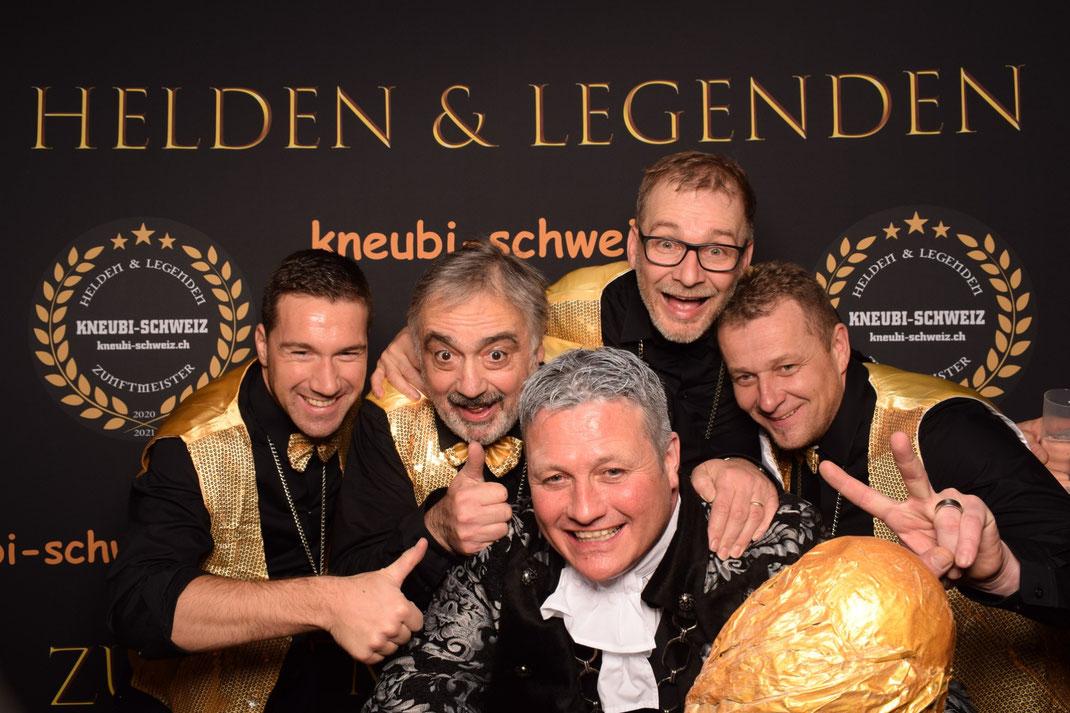 Das OK-Team dankt allen Gästen: v.l. Claudio, Thomi, Kneubi-Schweiz, Edi und Mändu. Auf dem Bild fehlt Feschi, unser Genie für alle Fälle.