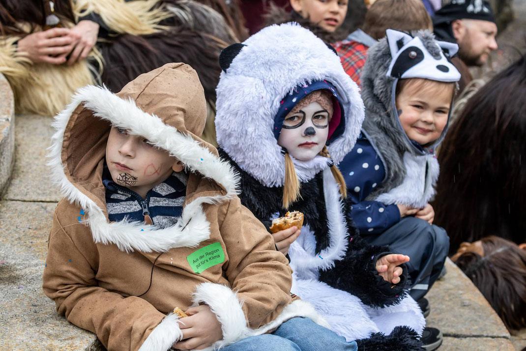 Zuhörerinnen am Kinder-Monster