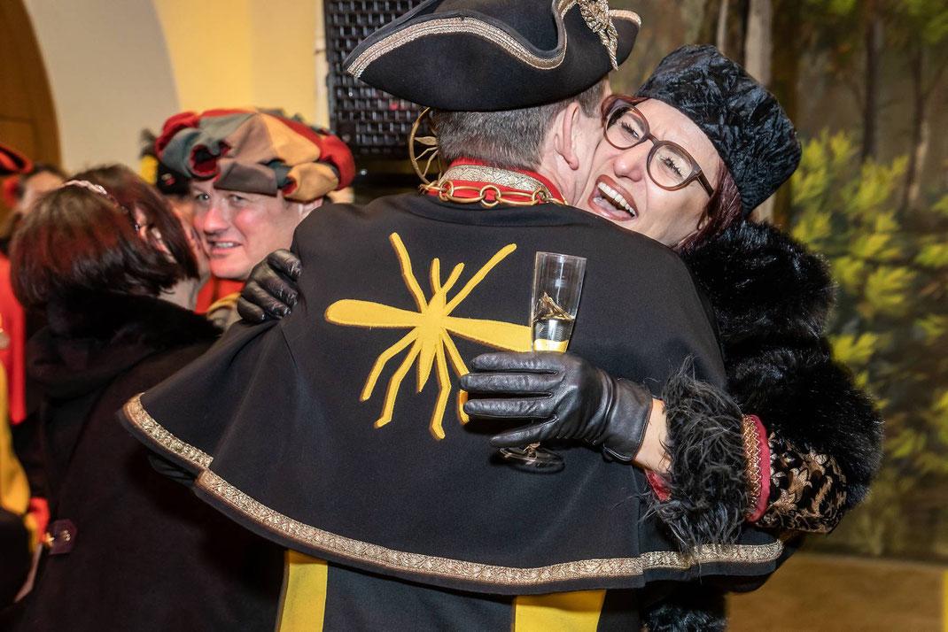 Das Zunftmeisterpaar empfängt herzlichst die Vertreter der Muggezunt Ettiswil