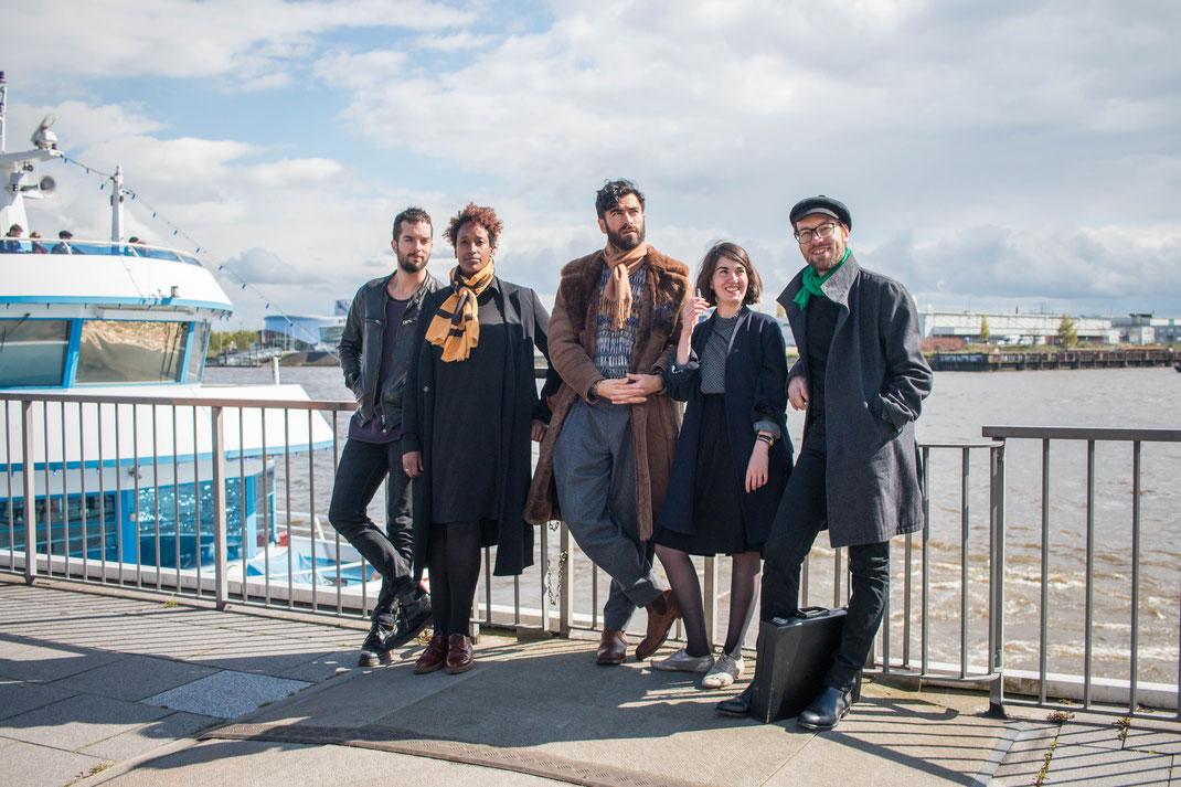 group,photo,hamburg,harbour,hafen,landungsbruecken
