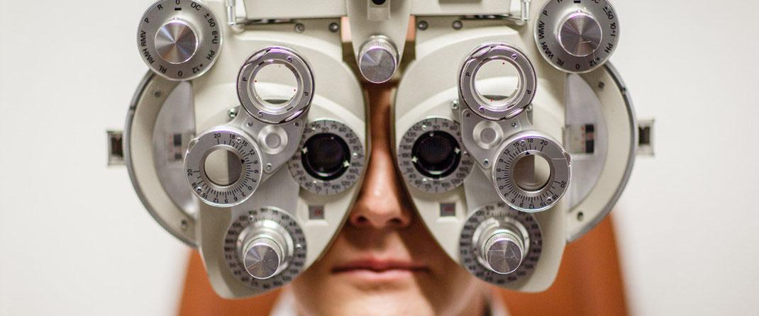Obligatorischer Sehtest für Lernfahrausweis, Eintausch eines ausländischen Führerscheines oder verkehrsmedizinische Kontrollpflicht für Senioren bei SEHSTERN OPTIK - Ihr Optiker in Berikon, Bremgarten und Niederglatt.