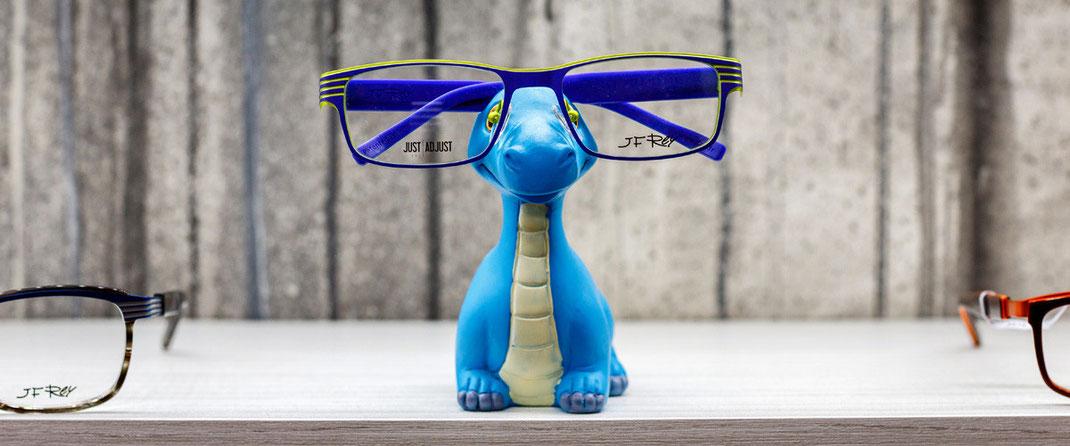 Kinderbrillen und optische Sonnenbrillen mit korrigierten Gläsern für Kinder von Julbo, Lillebi, J.F. Rey, Star Wars, Vulkani bei SEHSTERN OPTIK - Ihr Optiker in Berikon, Bremgarten und Niederglatt.