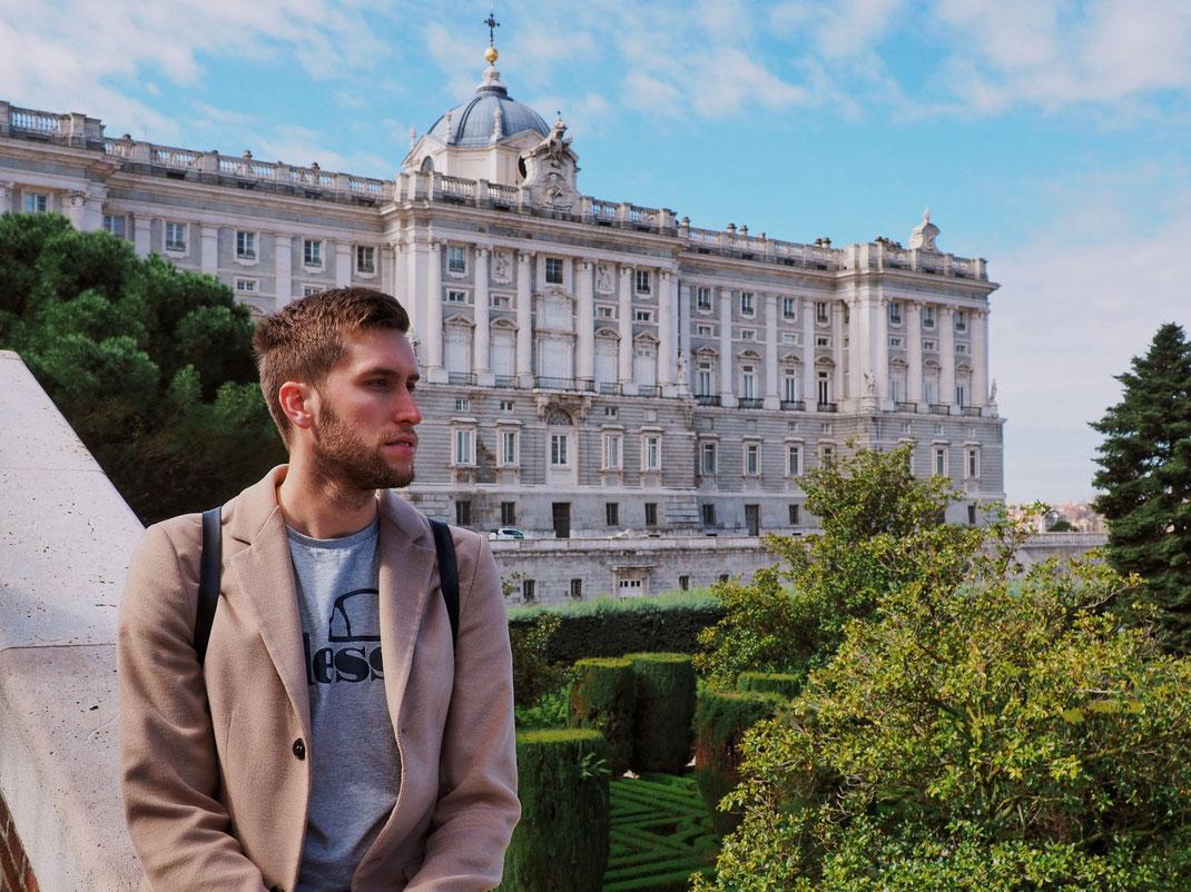 The Sabatini Gardens and its nice views on the Royal Palace