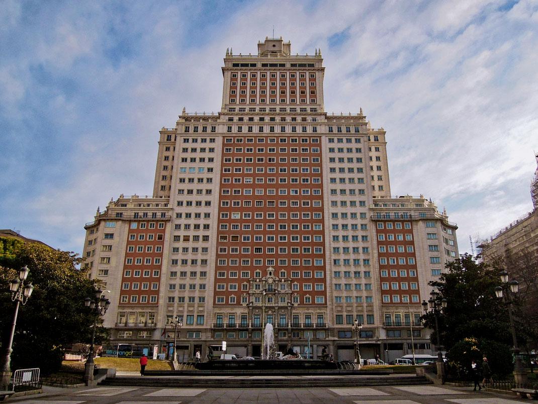 The iconic Edificio España - What an incredible piece of architecture!