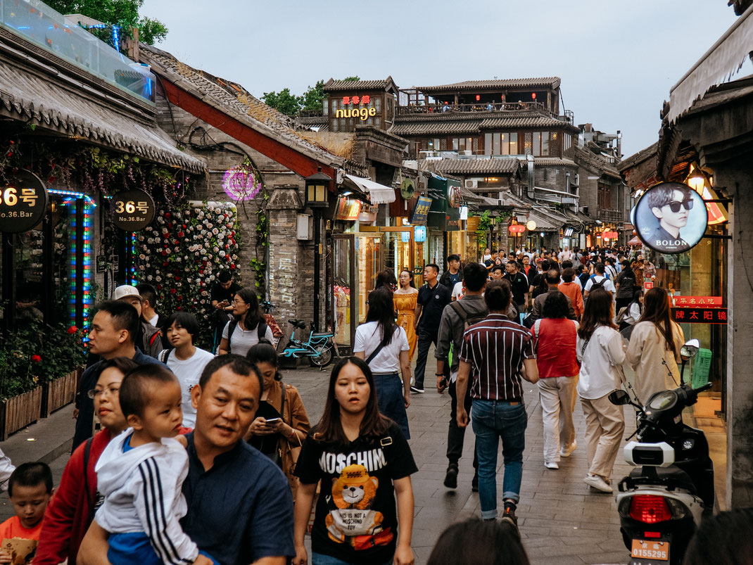 Rafael lost in the crowds in the Hutong