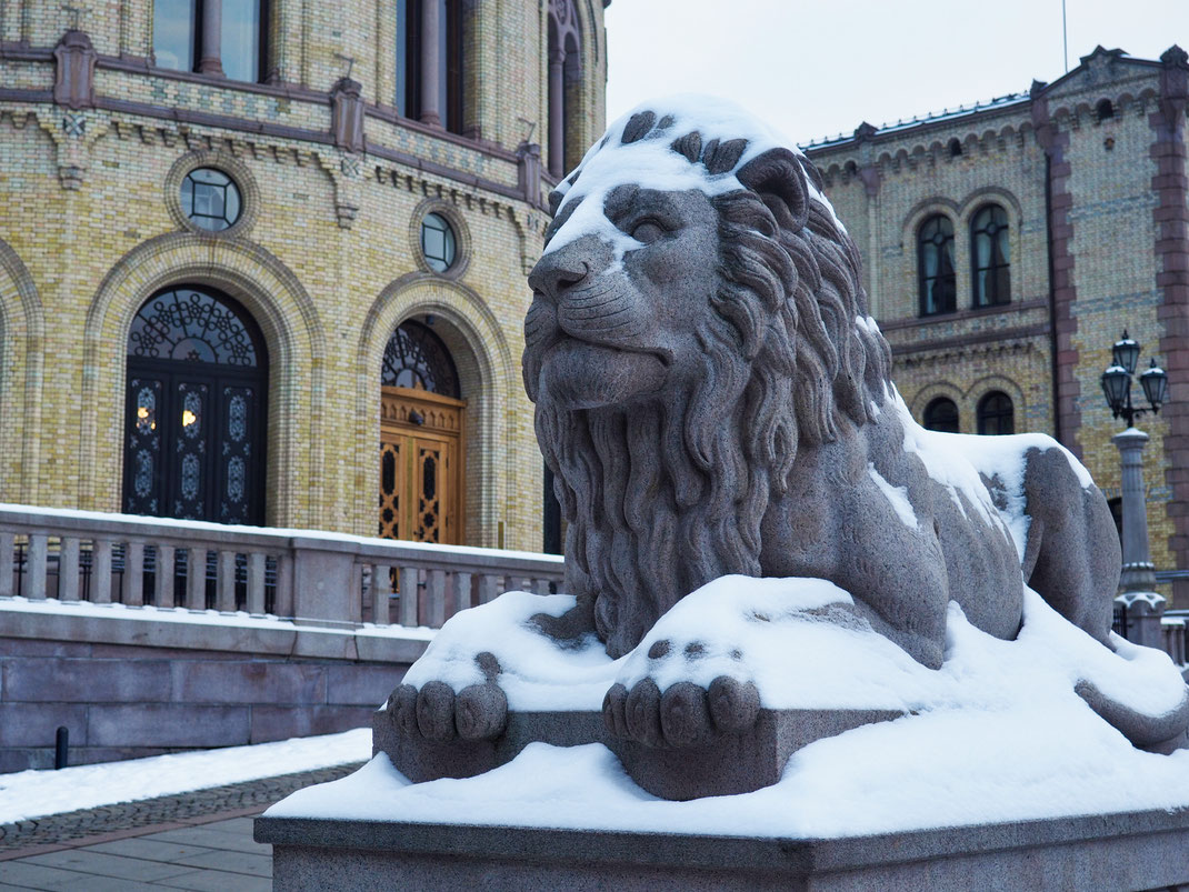 Lion statue and the Storting Building