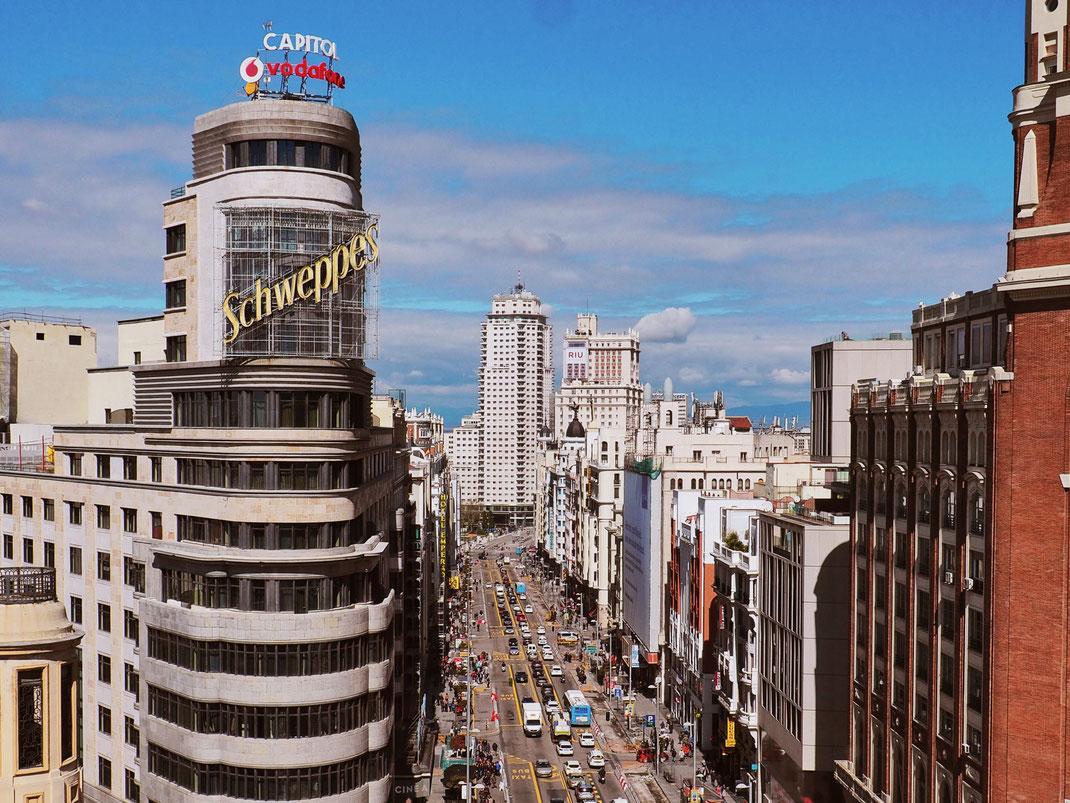 One of the most picturesque spot of Madrid - Edificio Carrión (Edificio Capitol)