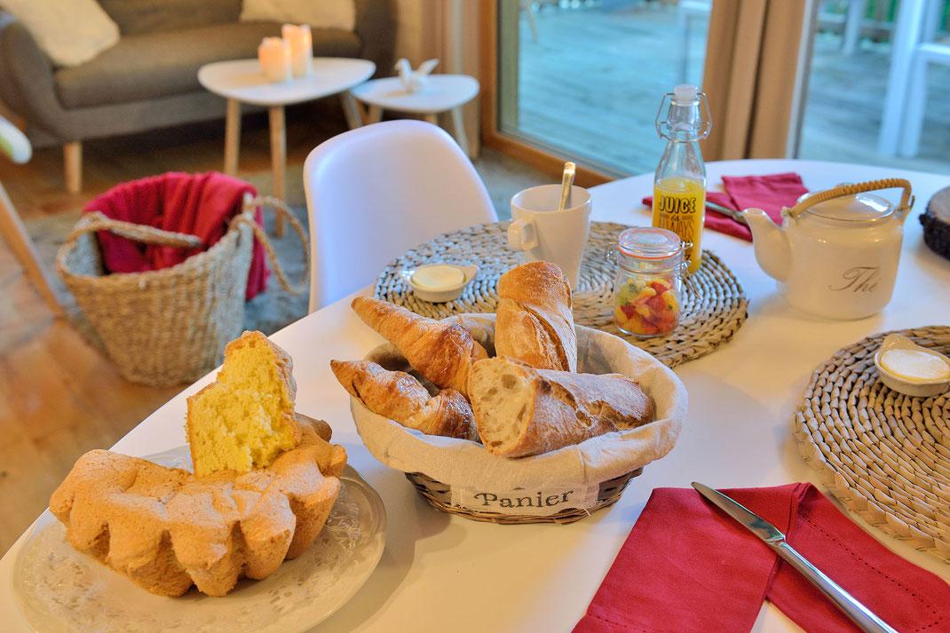 La Cabane Haut-Charmes en Périgord, un petit déjeuner livré par panier spécialement pour vous © Michel Blot