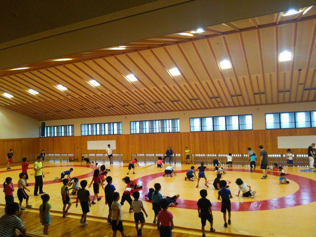 4歳以上幼児、小学生、中学生、2面マットで練習! 吹田市外からも通っている選手も多数!