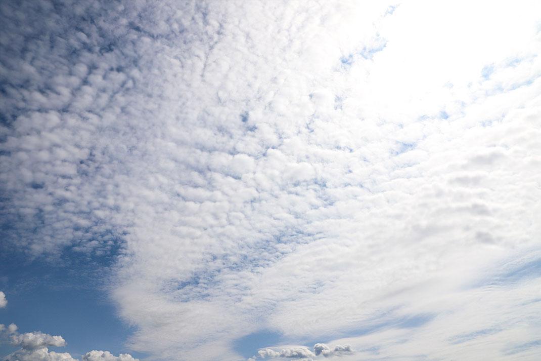 fotograf markus metzger aus dem rems-murr-kreis, in der nähe von alfdorf, stellt sich in facebook, google und sozialen medien mit diesem Himmelsbild vor.  Foto wurde in Welzheim aufgenommen & zeigt ne schöne Wolkenformation via Homepage www.markus1.de