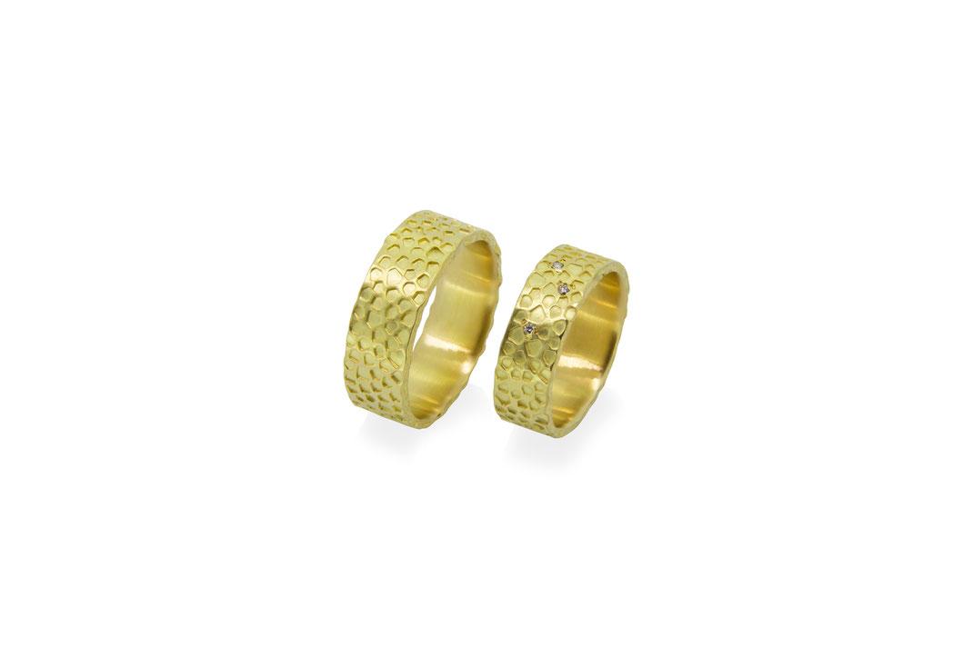 gelb-gold-eherringe-korallen-riff-diamanten-goldschmiede-atelier-herzog