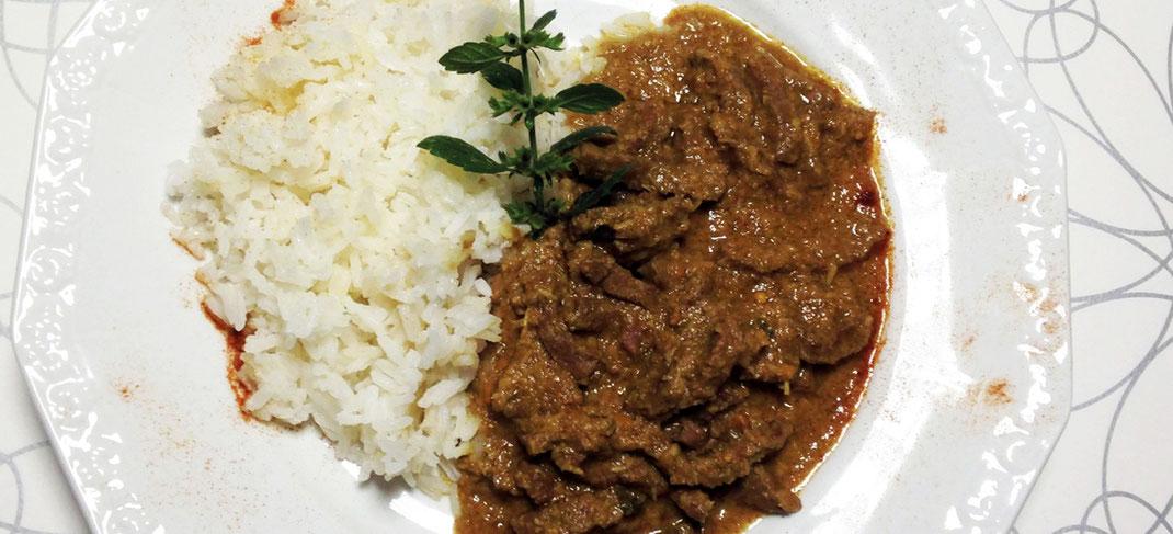 Rindfleisch; Kokos; Kokosflocken; Thai Curry; thailändisch; Kochen; Curry; rot