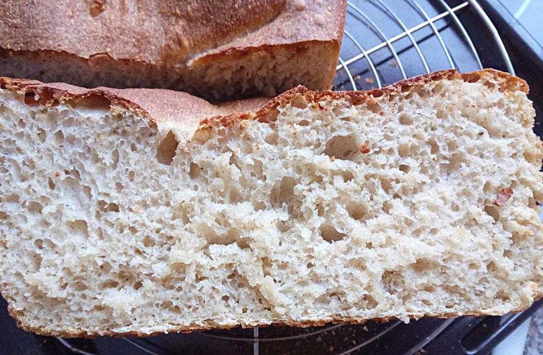 Brot; Sauerteig; frisch; selbst; gebacken; locker