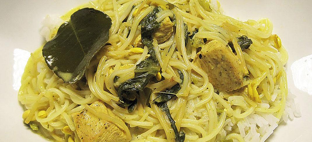 Thai Küche; Thailand; Gericht; kochen; Cilantro Curry; Cilantro; grün; Huhn;