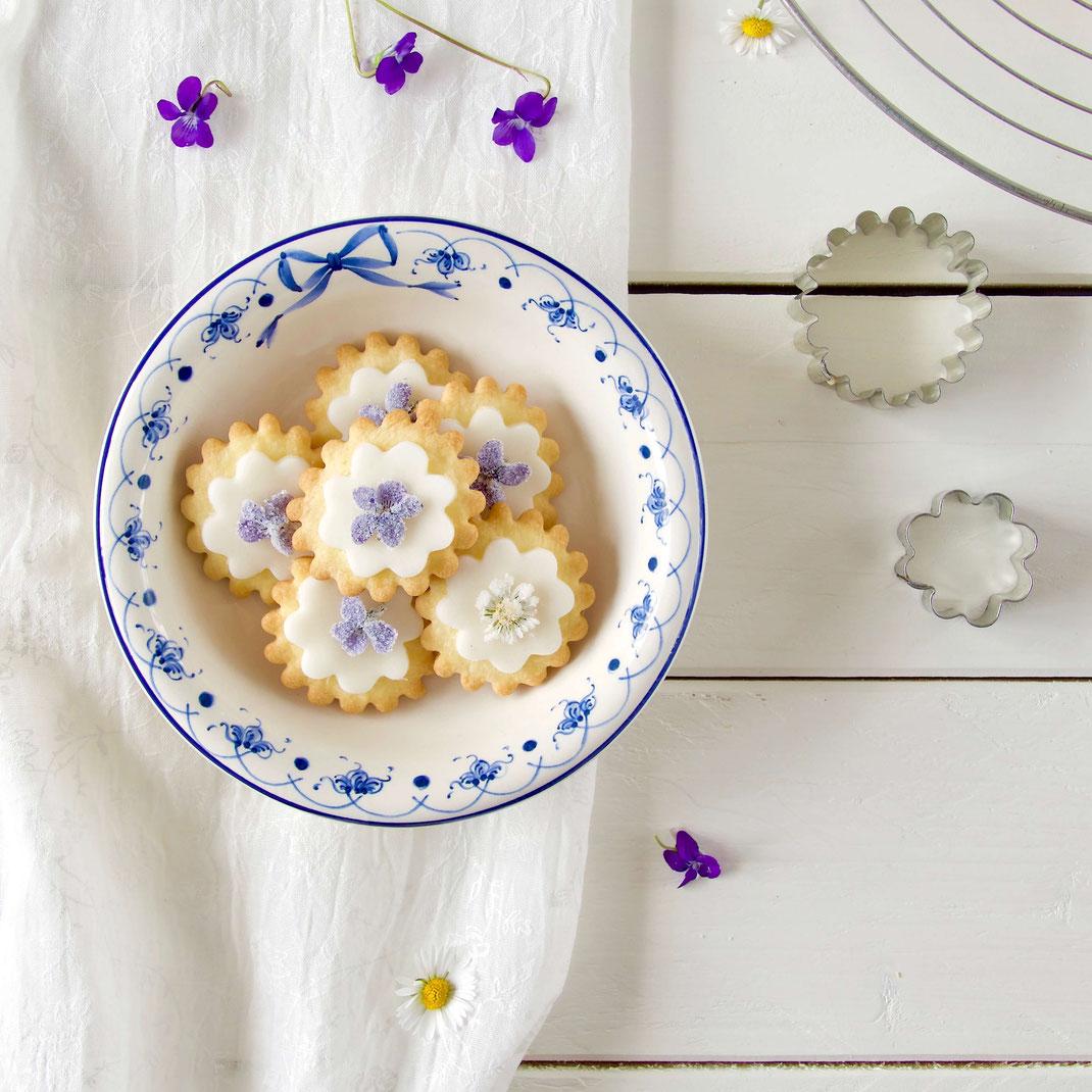 Kekse mit getrockneten Blüten backen