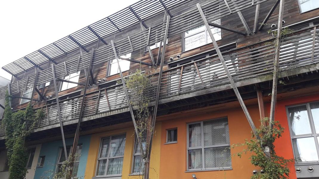 Passiv-Energie-Haus und ein soziales Wohnprojekt für geringverdienende Großfamilien