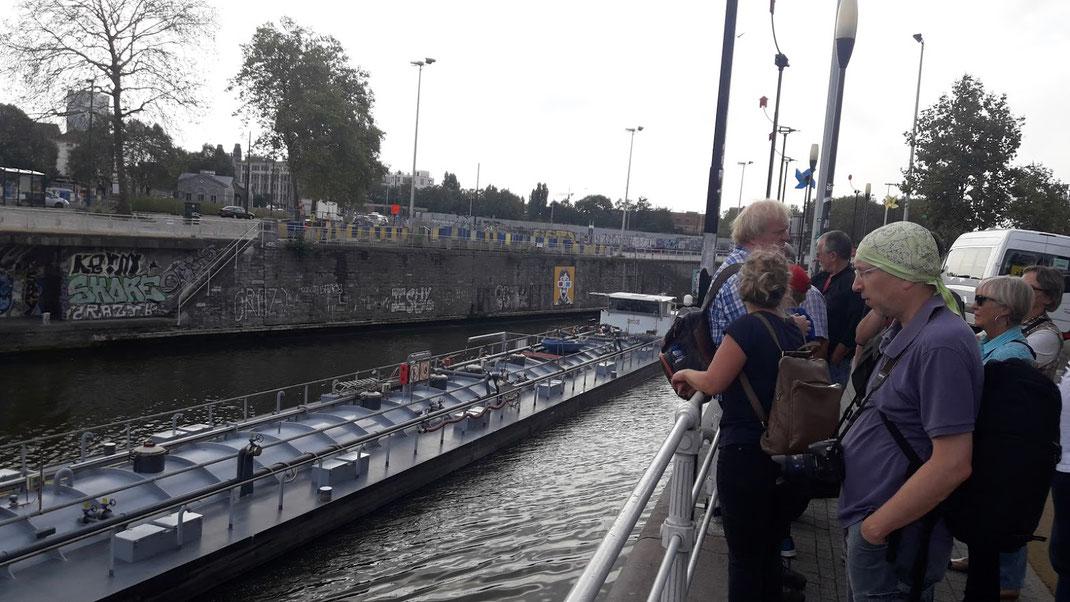 der Kanal war früher die Hauptverkehrsader von Molenbeek; heute entstehen an den Ufern hippe Loftbauten