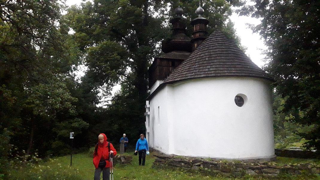 Die kleine Kirche von Bieliczna wurde in den 1980er Jahren wieder renoviert und erinnert an die Dorfgemeinschaft der 200 lemkischen BewohnerInnen, die 1947 vertrieben wurden.