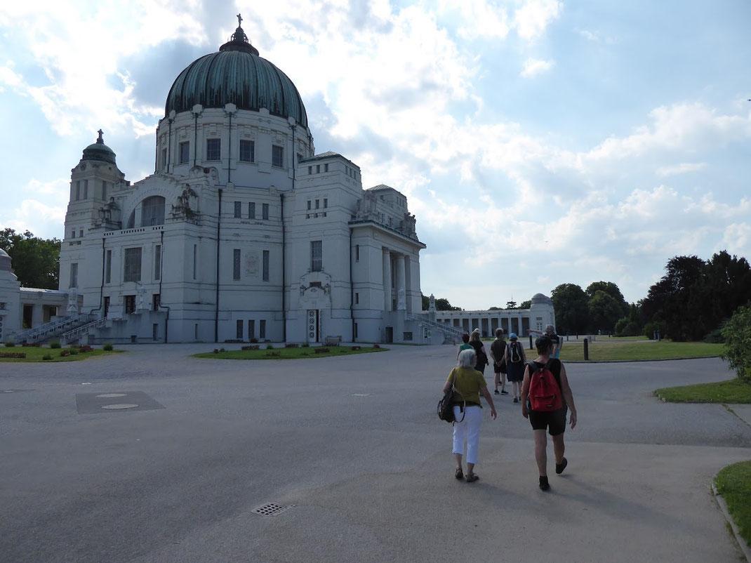 In Wien gibt es viele interessante Orte, über die wir wir immer wieder Neues erfahren können, wie etwa über den Zentralfriedhof in Simmering.