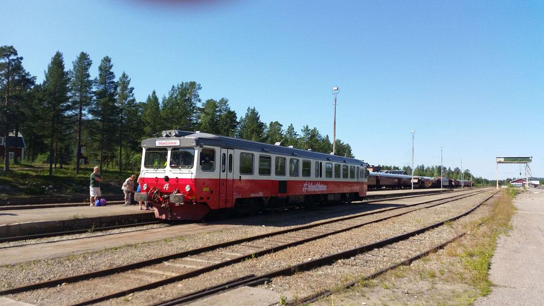 Die Inlandsbahn fährt im Sommer durch Schweden und hält auch in Arvidsjaur