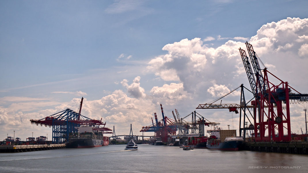 Waltershofer Hafen aus Richtung Tankweg