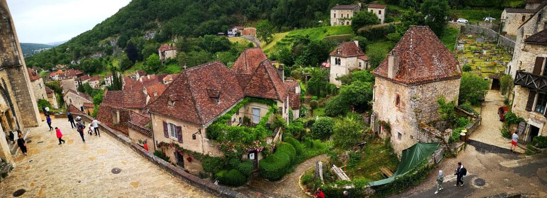 Village France LOT patrimoine culture chateau peinture medieval gastronomie terroir artiste