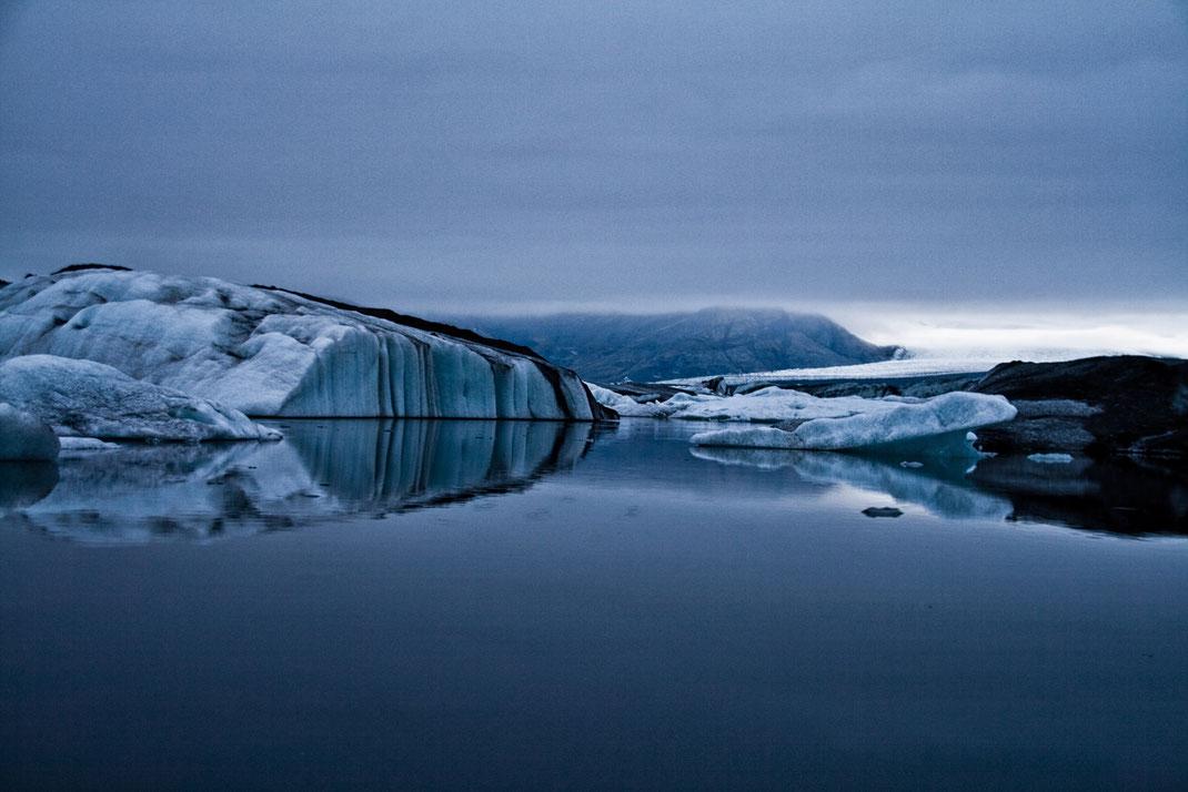 Jökulsarlon, Gletscherlagune, Island, Süden, Eisberge, Meer, Blaue Stunde
