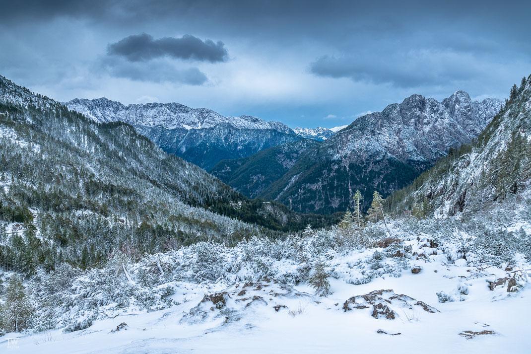 Auf dem Hinweg Richtung Berchtesgaden überraschten uns diese Schneelagen (B2201)