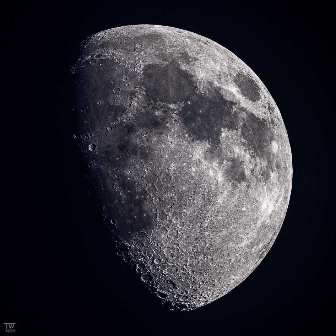 """Direkt in den Slufter habe ich einmal den Mond fotografiert, weil das """"Seeing"""" verdammt gut war (https://de.wikipedia.org/wiki/Seeing) (B2062)"""