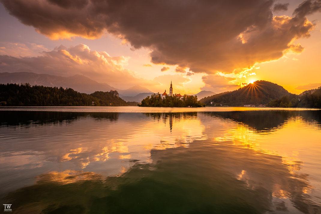 Ein wunderbarer Sonnenaufgang am Bleder See-Ufer (B2212)