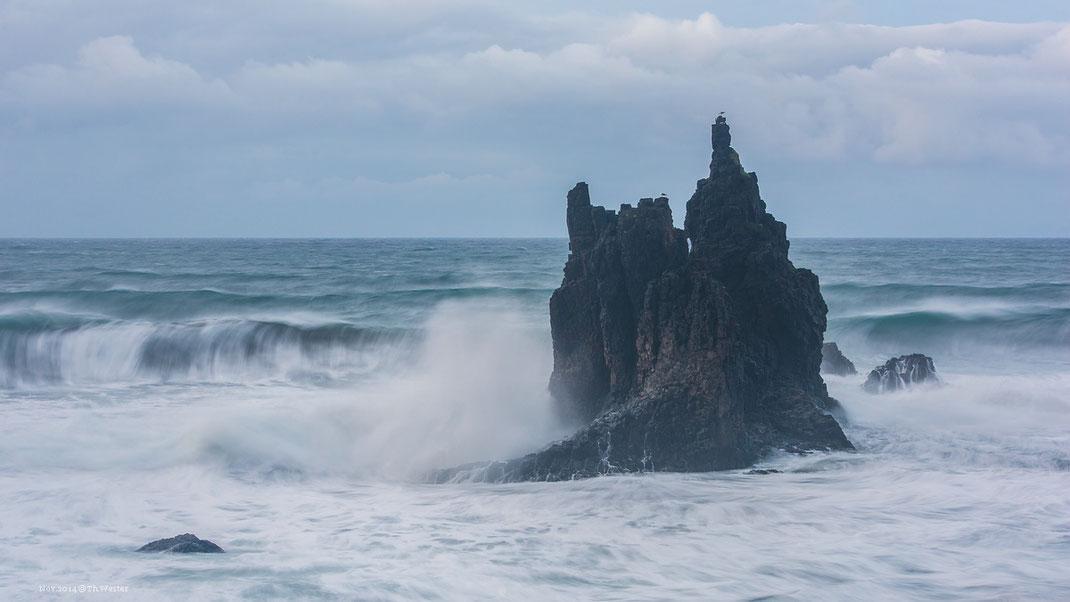 Wie auch die Steilküsten im Anagagebirge, wo dieses Foto entstand (B230)
