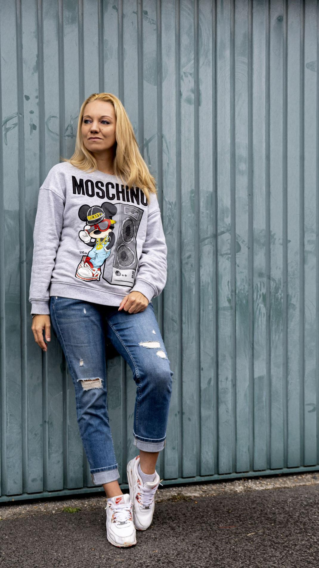 Fashion Love: Bloggerin Franny Fine hat ihre Liebe zu Sweatern im Comic Design entdeckt, denn Mickey & Minnie sind seit einiger Zeit wieder voll angesagt | Hot Port Life & Style | 30+ Style Blog