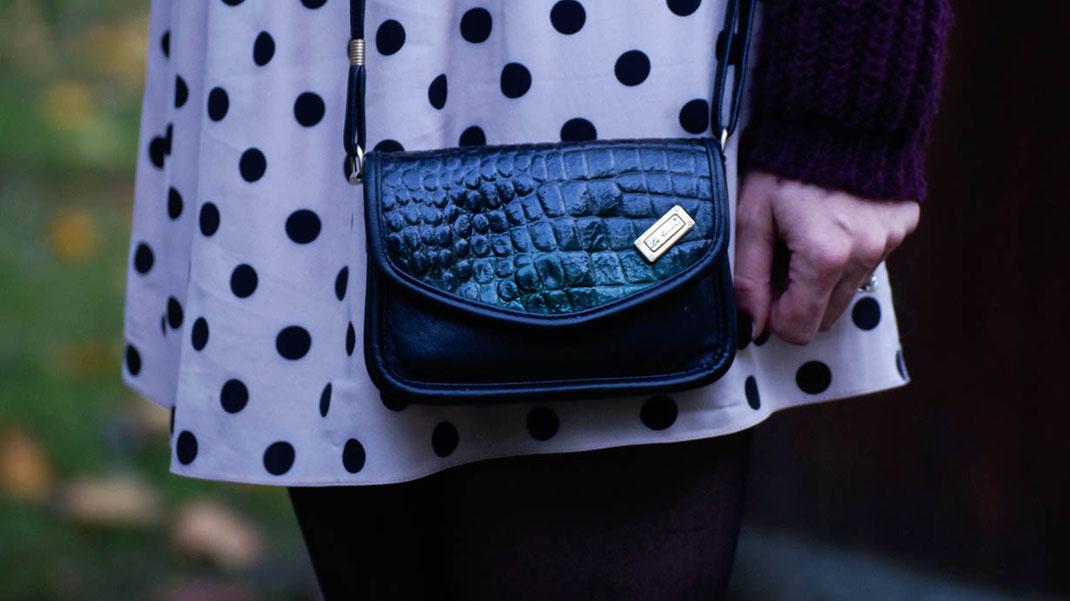 Outfit Point Rouge | Pünktchen Rock von River Island & Bordeaux Sweater für einen schnellen, eleganten Look