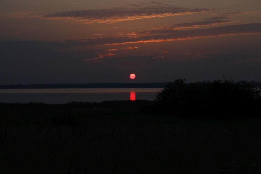 Blutroter Sonnenaufgang morgens um 06:30 Uhr.