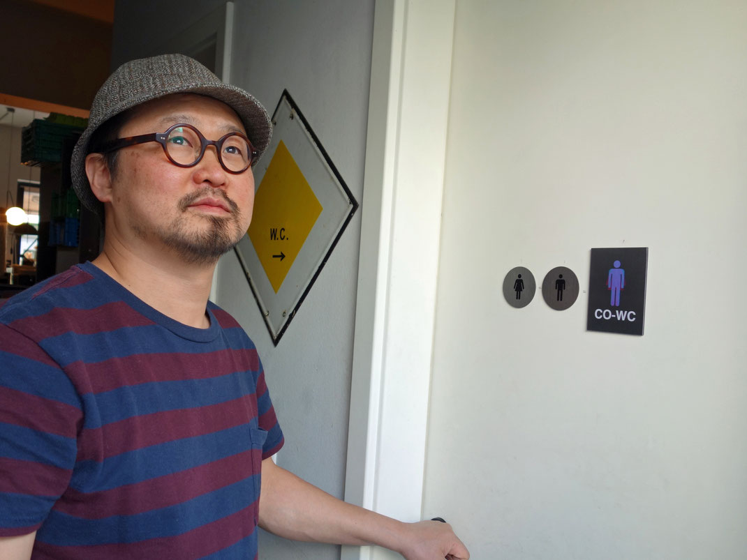 "Jong Young Lee mit ""Come Out of Water Closet"""