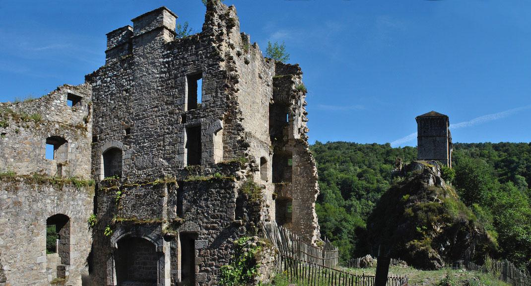 ruine du castrum de Merle en Xaintrie (Corrèze)