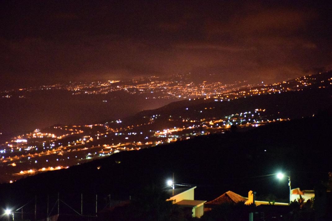 Blick von La Vega ins Tal von  Icod de los Vinos bei Nacht